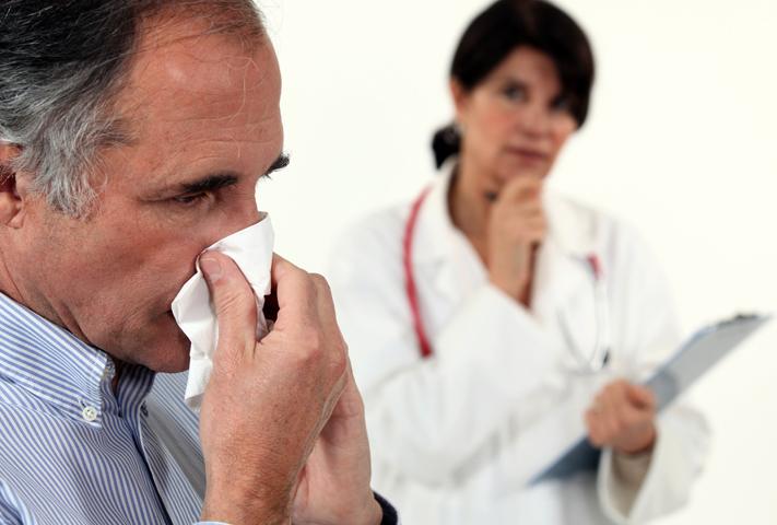 Аллерголог с пациентом
