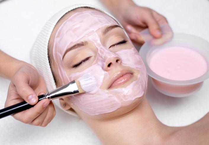 Нанесение маски для лица