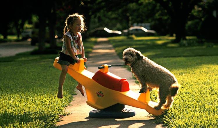 Ребенок с собачкой